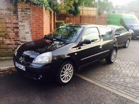 Black Renault Clio 1.2