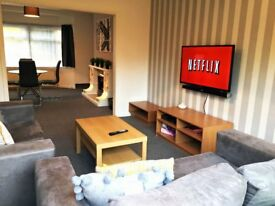 Heathrow House, West Drayton - Special Opening Offer - sleeps up to 7 - Newly refurbished