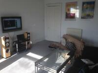 Large, Bright and Spacious Double room - £350 including bills and council tax. SOUTHSIDE.