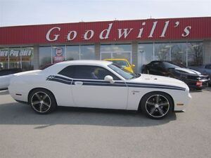 2010 Dodge Challenger R/T! HEATED LEATHER SEATS!