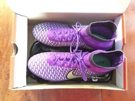 Nike magista obra football boots size 9 excellent condition comes with box and spare studs string