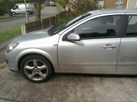 Astra hatchback petrol 2006. sri+ 16V. 125 bhp. mot till june 19.