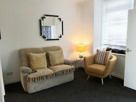 1 BEDROOM STUDIO FLAT IN KILSYTH - SMALL / CLEAN & COSY