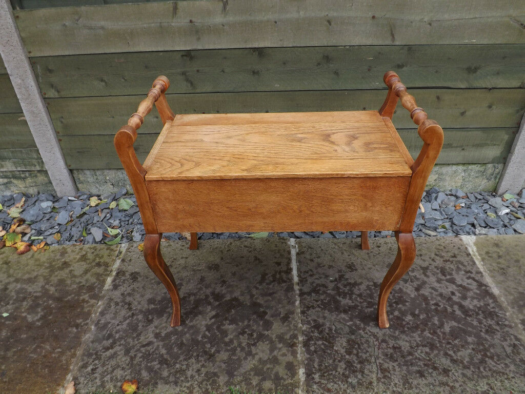 Vintage Wooden Seat with storage compartment, Queen Anne legs
