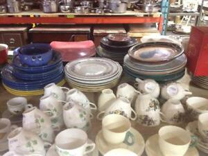 Vaisselle, Verrerie, Articles de cuisson A VENDRE / Dishware, Glassware and Cookware FOR SALE - 100s of items available!