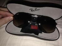 Oval unisex ray bans with case