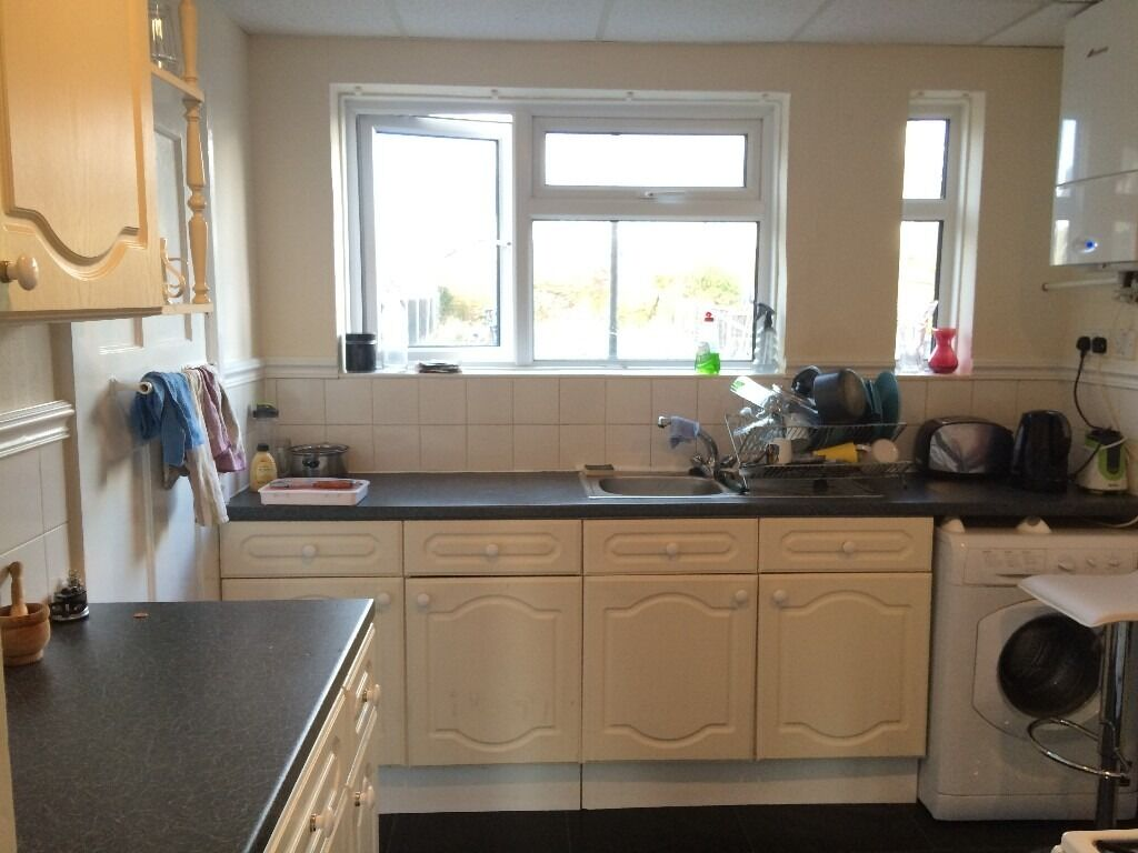 Excellent double room to rent in lovely 3bed house