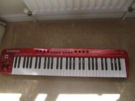 Keyboard BEHRINGER UMX610 USB MIDI CONTROLLER WITH ORIGINAL BOX