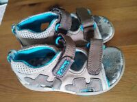 Clarks boys sandals size 5.5 real leather beige brown blue