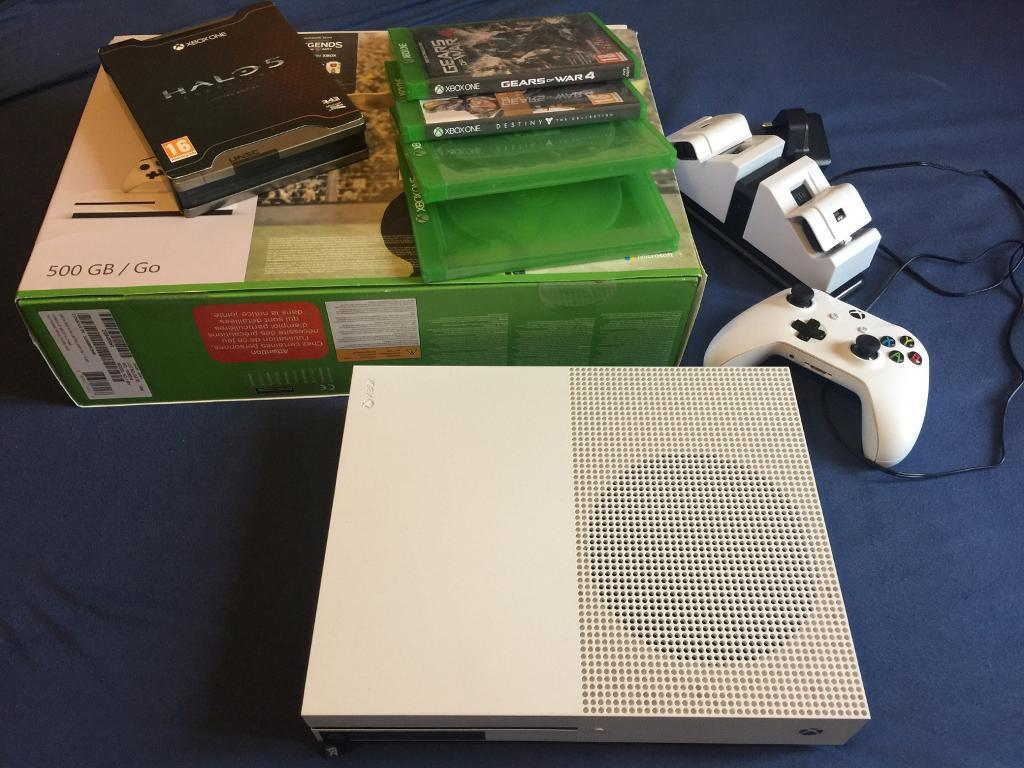 Xbox One S 500gb Console + Games