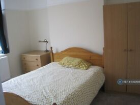 1 bedroom in House - First Floor, Mitcham/ Tooting Borders, CR4 (#1082688)