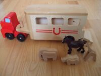 Melissa & Doug Horse Carrier Box Wooden Vehicle Play Set With animals & Pull-Down Ramp