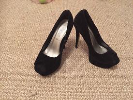 NEW LOOK black high heels