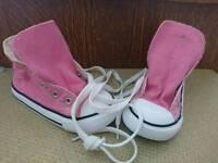 Junior size 7 converse