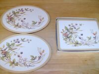 Set of pot stands and plate mats