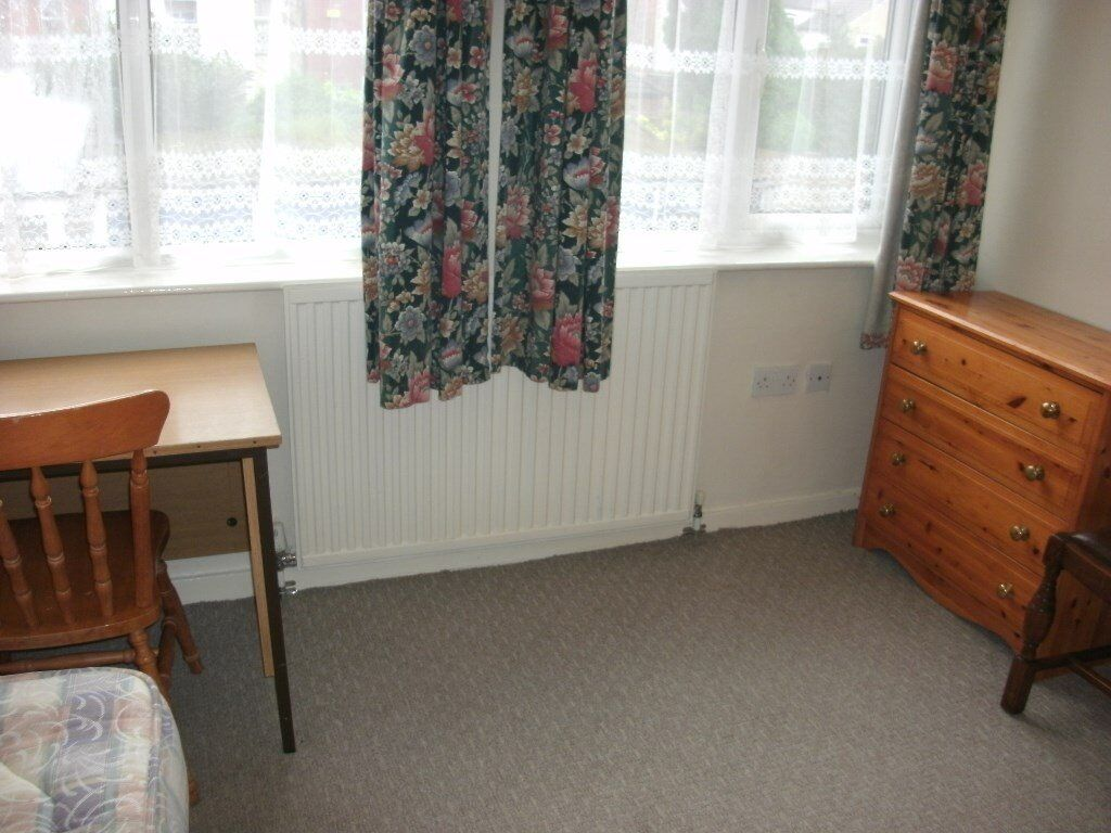 2 double furnished rooms drewry lane £70pw inc bills 5 mins law uni/town