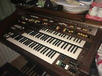 Organ.yamahaa loads of buttons and stuff the type your grandad used to have