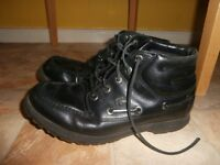 Lacoste - black size 7 - boots in used condition. see photos