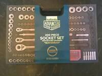Halfords Advance Pro 200 pcs Socket Ratchet & Spanner set. Lifetime warranty from Halfords.