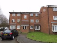 2 bed flat to rent in Poplar Grove, Friern Barnet N11 at £1300pcm with direct access to gardens