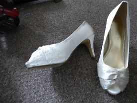 Size 5 shoes - Heels - Open toe - Detailed front - £5 no offers