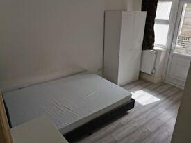 Double Room (En-suite) in 3 Bed Flat in Roman Rd E3