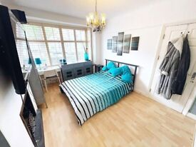 High Spec Double Room with Ensuite Bathroom in South Norwood/Croydon. Furnished. ALL BILLS INCLUDED