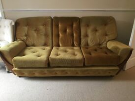 STUNNING 3 SEATER SOFA AND 2 MATCHING ARM CHAIRS