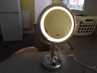 "No 7 ""light up magnifying mirror x5 in new condition"