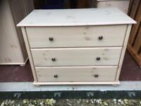 Light wood effect chest of drawers
