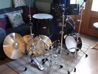 Pearl Drum kit with Cymbals & Hardware in Jet Black Wrap