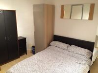 Double room in Beeston - flat screen TV & storage