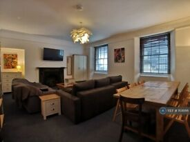 2 bedroom flat in The Hoe, Plymouth, PL1 (2 bed) (#1108166)