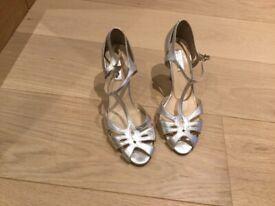 Rachel Simpson Vintage silver T bar shoe size 4