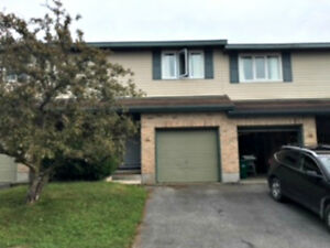 3 Bedroom Townhouse Centrally Located - Jan 1