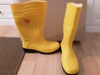 Mens safety wellies with steel toe cap..Brand New.SIZE 10/44... YELLOW..