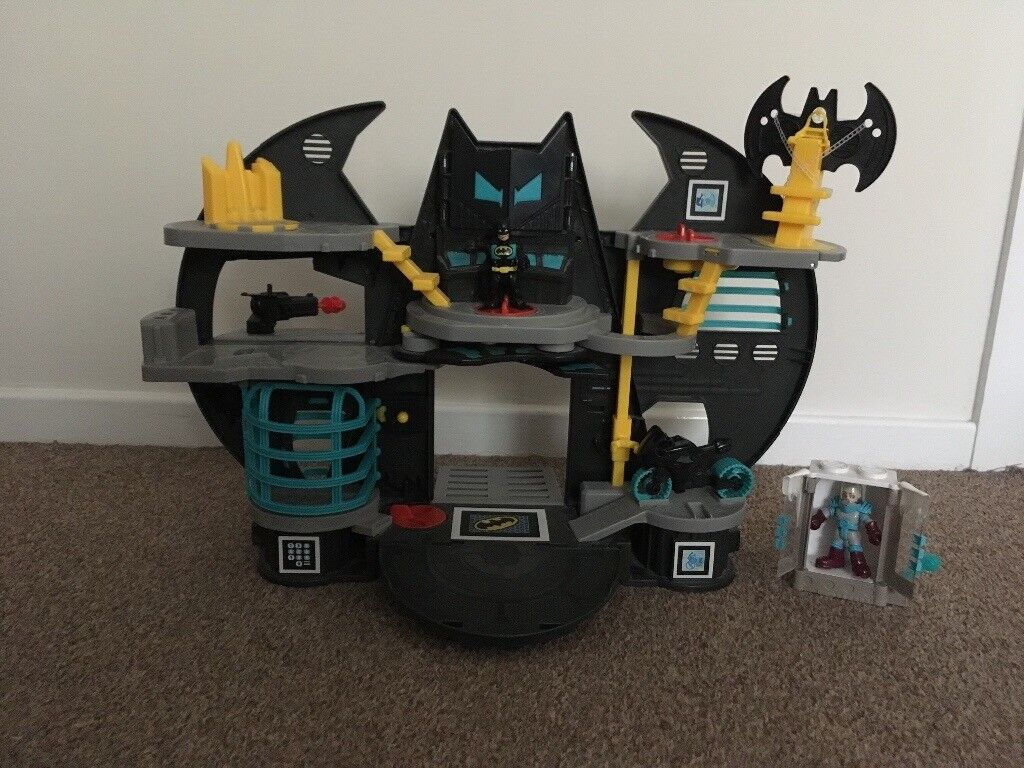 Imaginext DC Batcave