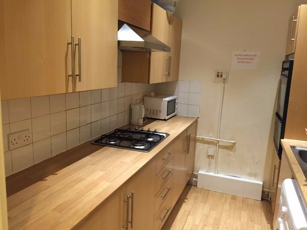 Master Bedroom to Let Cranbrook Road Ilford IG1 4LX near Valentines Park