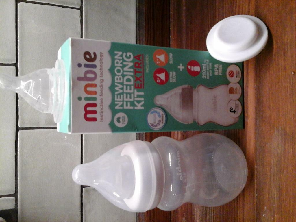Minbie Newborn bottle / Feeding kit inc 2 teats and travel seal. Ideal for combination feeding,