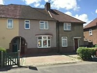 Beautiful 2 Bedroom House with Driveway, Dagenham RM8