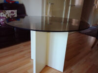 Round toughened glass dining table