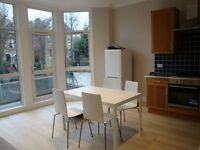 A STUNNING (ONE) 1 BED/BEDROOM FLAT NEWLY PAINTED - WITH SMALL ROOF TERRACE - HIGHGATE - N6