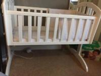 White obaby crib