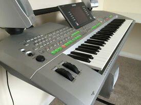 Yamaha Tyros 2 Keyboard, speakers, stand & manuels
