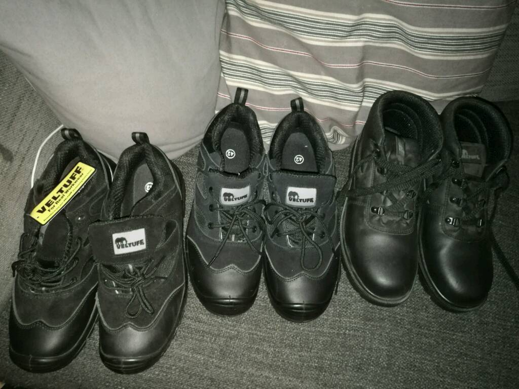 3 pairs of safety shoes/boots