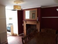 Lovely character 2-bed house to rent in quiet part of Old Didcot. 5 min walk to Didcot Parkway.