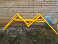 SCAFFOLD LOADING GATE ARMS IN A PAIR