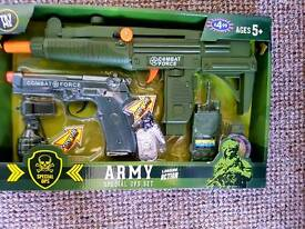 Brand new army set play toy. Gift.