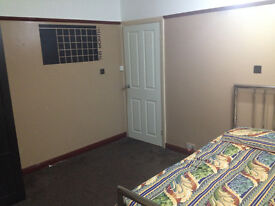Spacious Double Bedroom Availabe to Rent