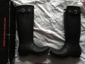 Hunters black wellies size 8.